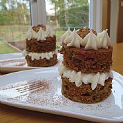 Individual carrot cakes