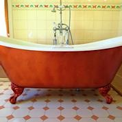 Perfectly-comfortable double-ended slipper bath